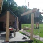 Plaatsen balken veranda