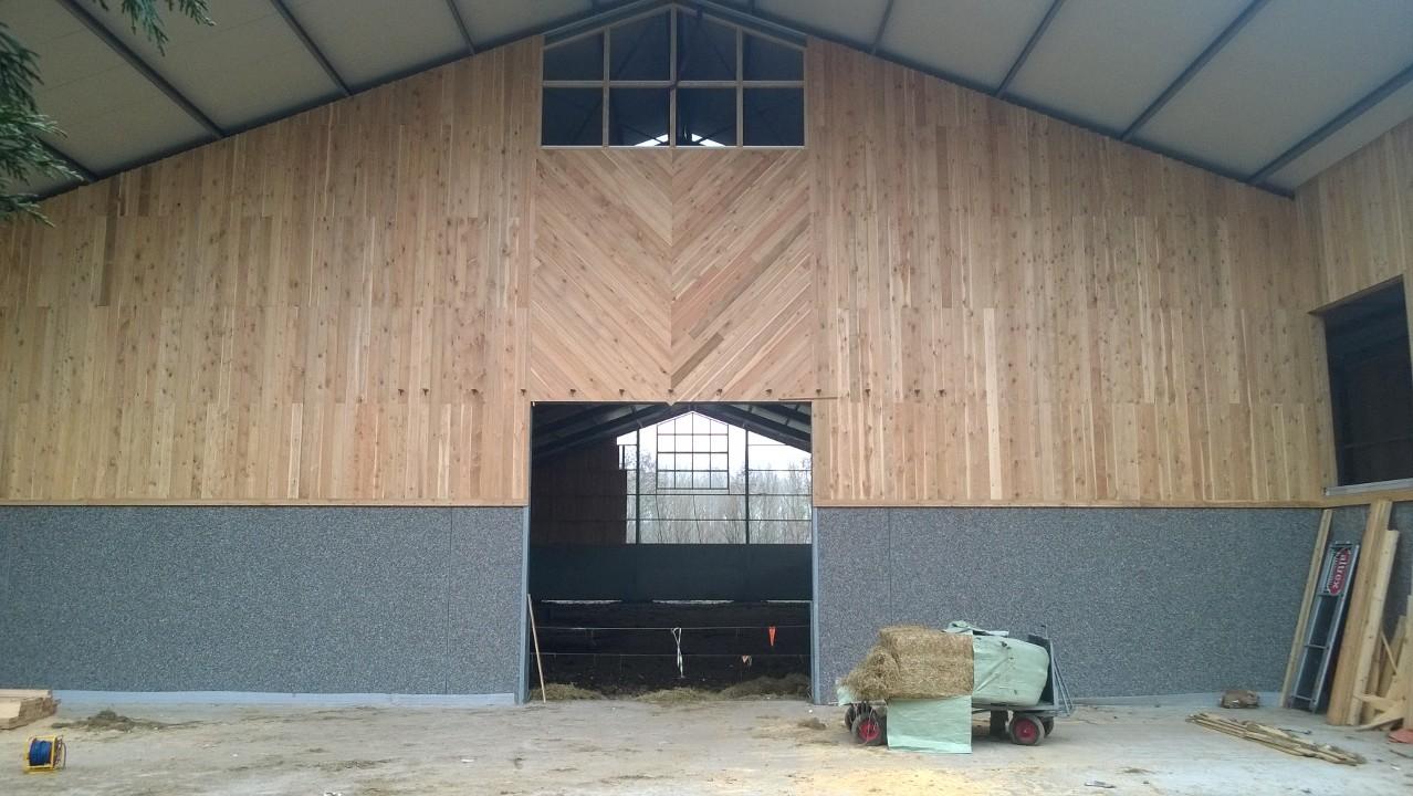 In opdracht van BRB Staalbouw mochten wij de afbouw van een manege in Belgie realiseren